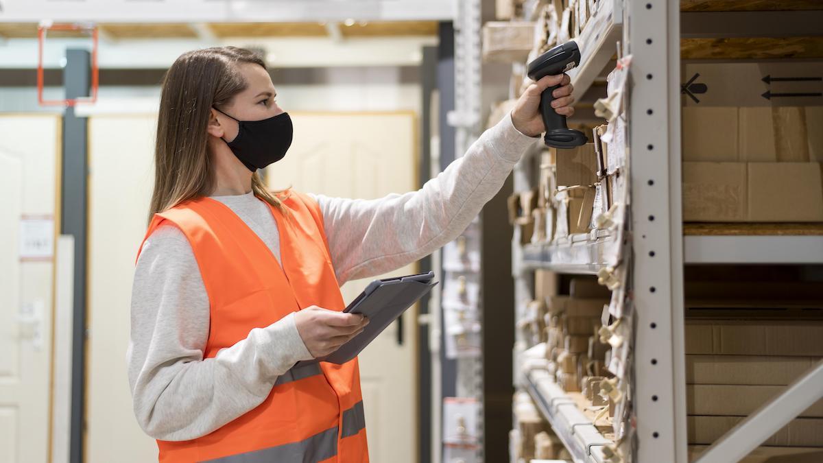 woman-wearing-face-mask-at-job